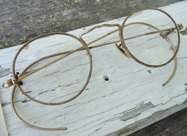 Antique Eyeglasses Spectacles-chippy wood-wall display-via http://knickoftimeinteriors.blogspot.com/