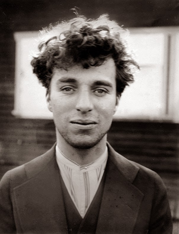 40 Must-See Photos Of The Past - Charlie Chaplin at age 27, 1916