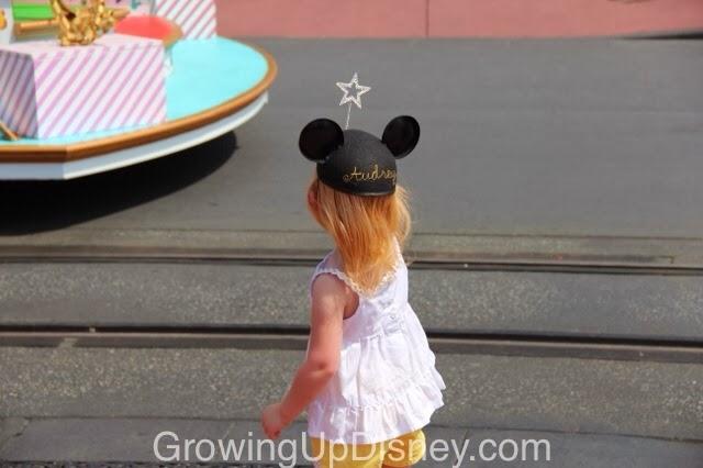 little girl watching a Disney parade