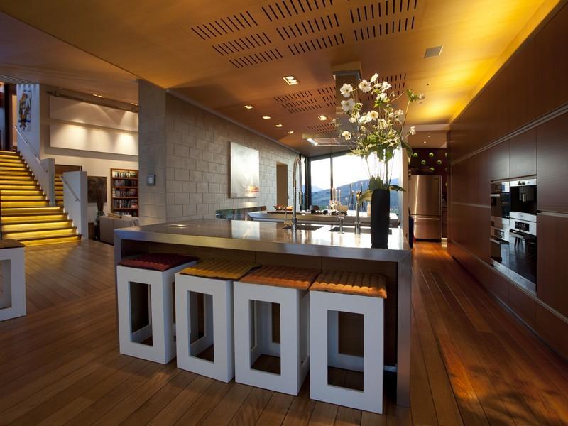 Desain interior ruang dapur bergaya modern