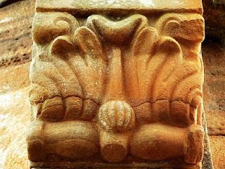 Escultura feita por índios guaranis em coluna da igreja de San Ignacio Mini.