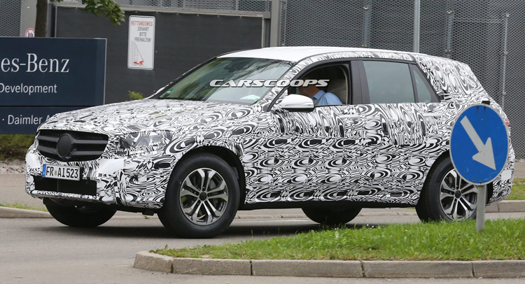 new 2016 mercedes benz glk spied wearing production parts. Black Bedroom Furniture Sets. Home Design Ideas