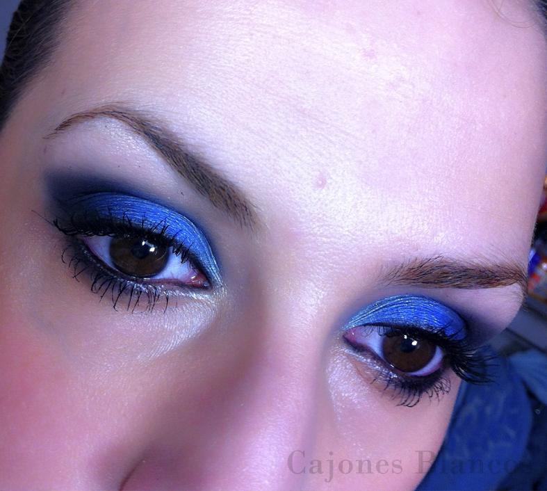 Cajones blancos maquillaje de ojos en tonos azules - Tonos azules ...