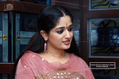 Romance tips videos secrets actress kavya madhavan for Kavya madhavan bathroom