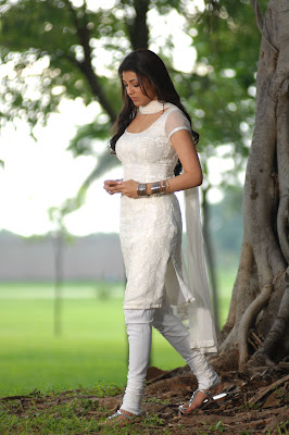 kajal agarwal in white salwar latest photos
