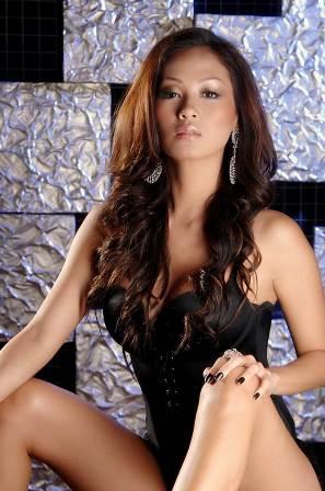 Indah Kalalo, Cantik dan Sexy Model Cover