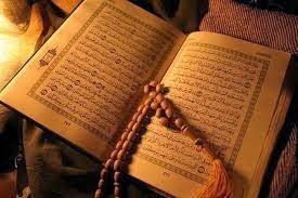 membaca Al quran disamping mayit