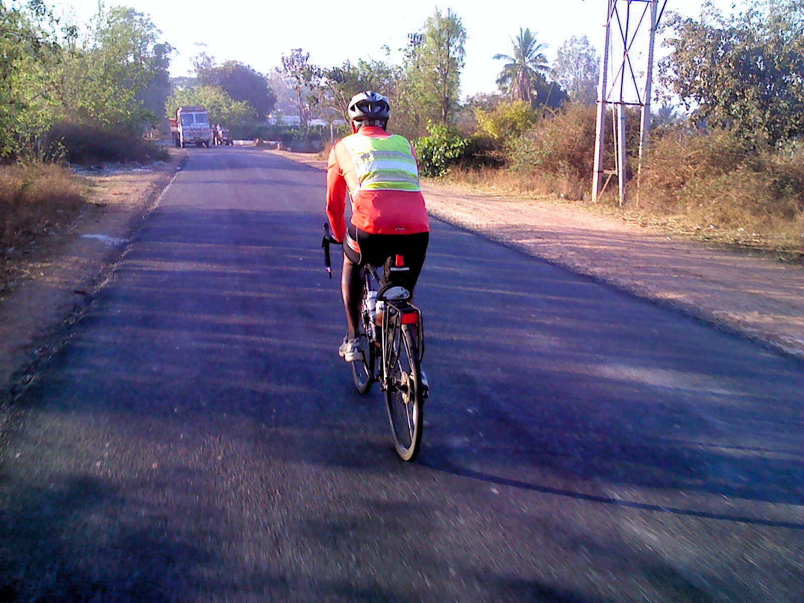Photograph of a randonneur bicycling on Hoskote Malur road