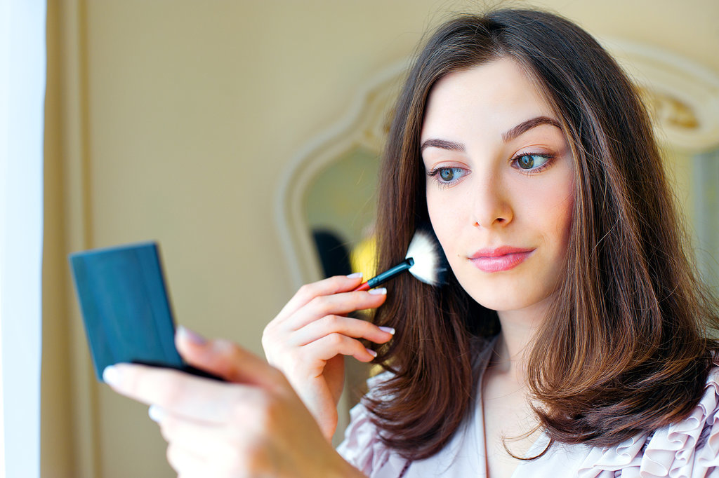 Top 9 eyeliner hacks that will change your life page 9 for Best bulbs for makeup application
