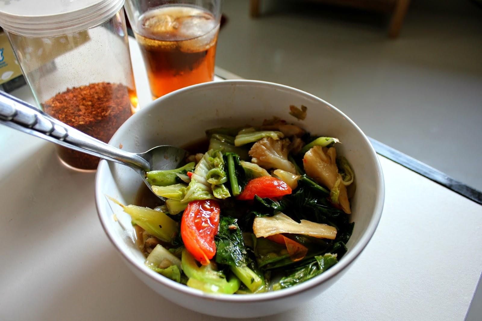 pad pak ruam vegetarian thai food