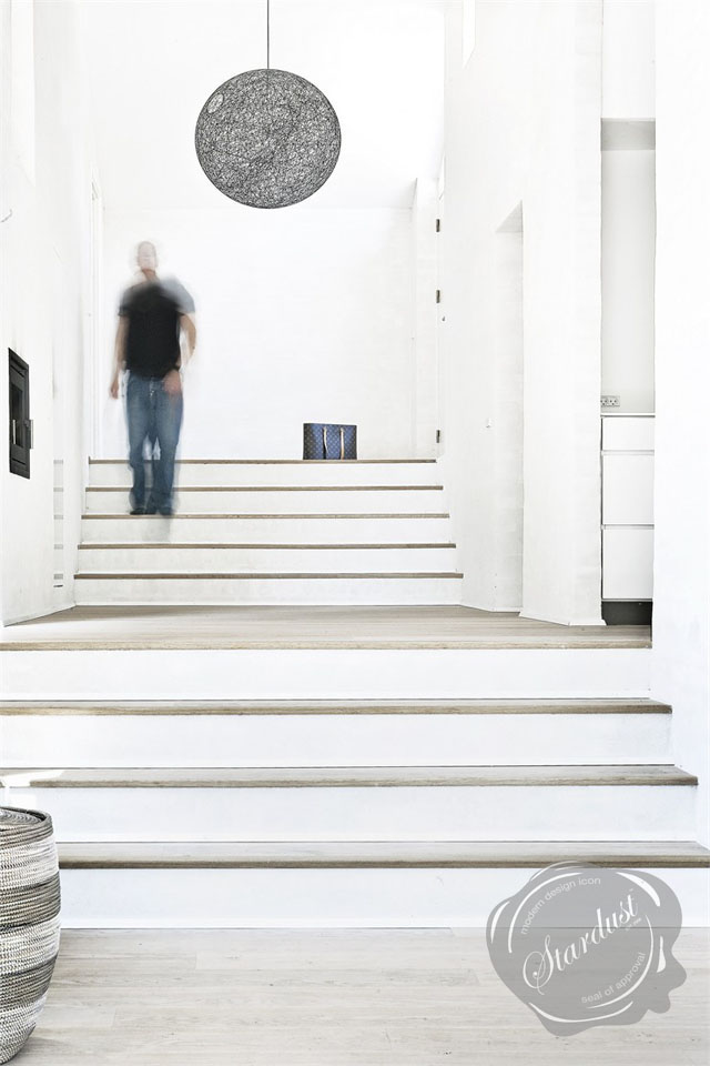 Contemporary Hallway Lighting Design Idea: Black Random Pendant Lamp on foyer lighting ideas, small entryway lighting ideas, modern foyer chandelier lighting, split foyer entry way wall ideas,