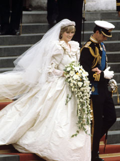 Royal Wedding Pictures: Prince Charles and Princess Diana steps the stairs