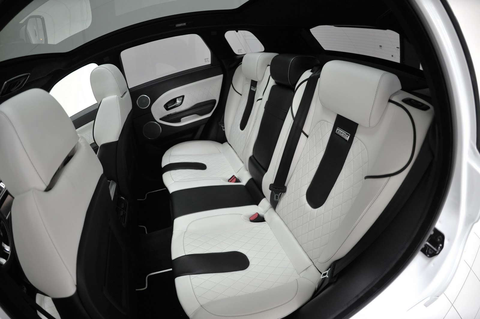 Range rover evoque startech edition car report daily for Interieur sport