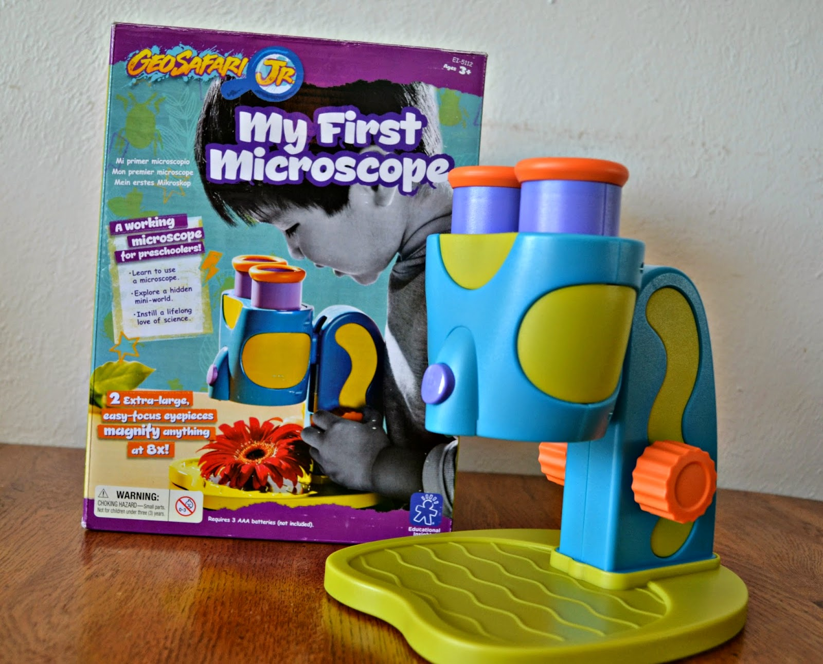 GeoSafari® Jr. My First Microscope.  Microscope for Preschoolers.  Microscope for toddlers.  Toddler gear review.  Educational Insights Microscope