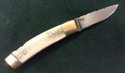 Couteau de poche à cran d'arrêt dorsale