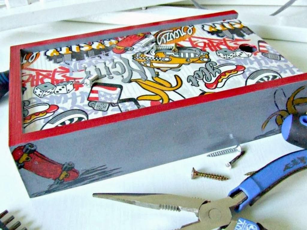 pudełko decoupage z motywem samochodu i deskorolki - prezent dla chłopca