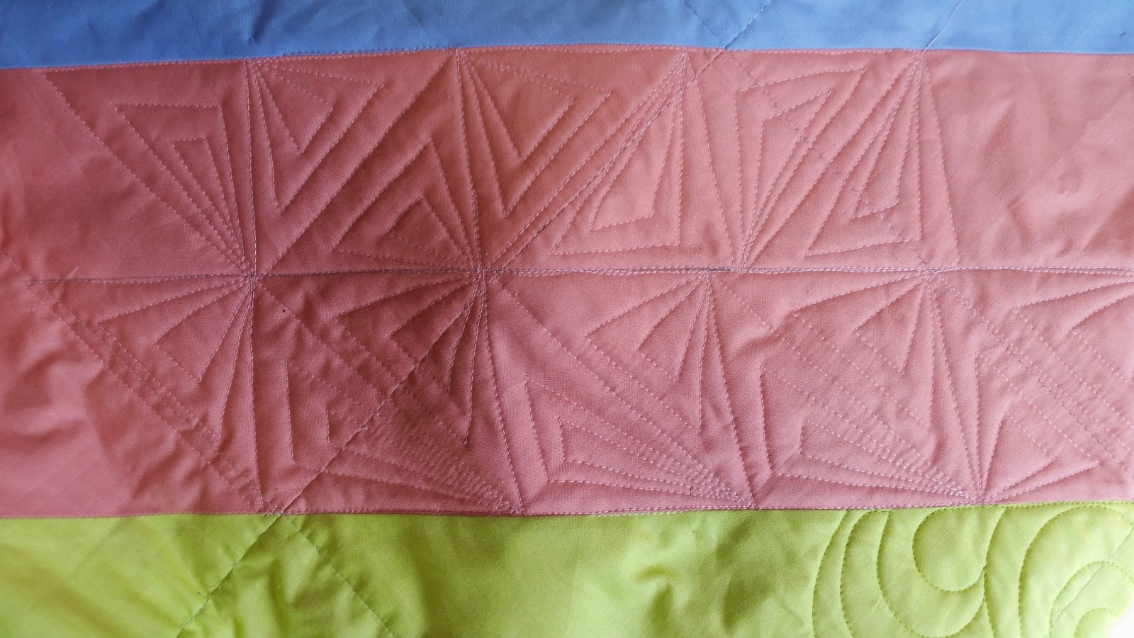 Elven Garden Quilts: Free Motion QAL - Stacked Triangles Tutorial and a linky party