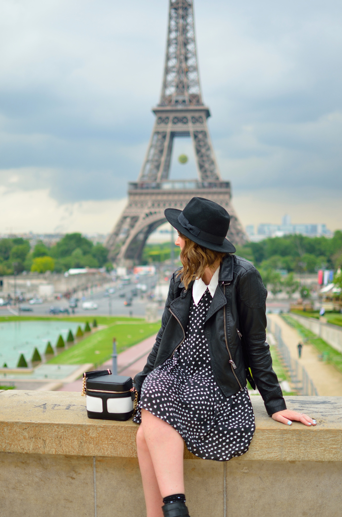 paris-eiffel-tower-blogger