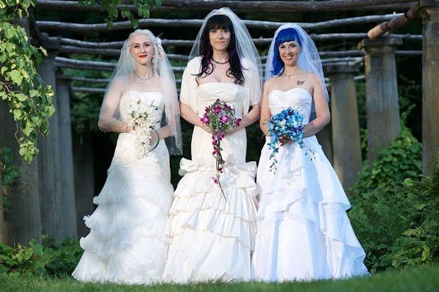 Trio de mulheres se casam e desafiam a família tradicional brasileira
