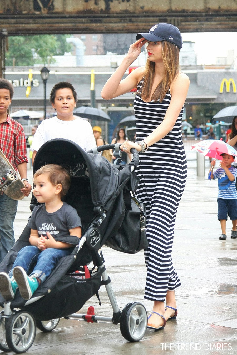 Black sandals celebrities