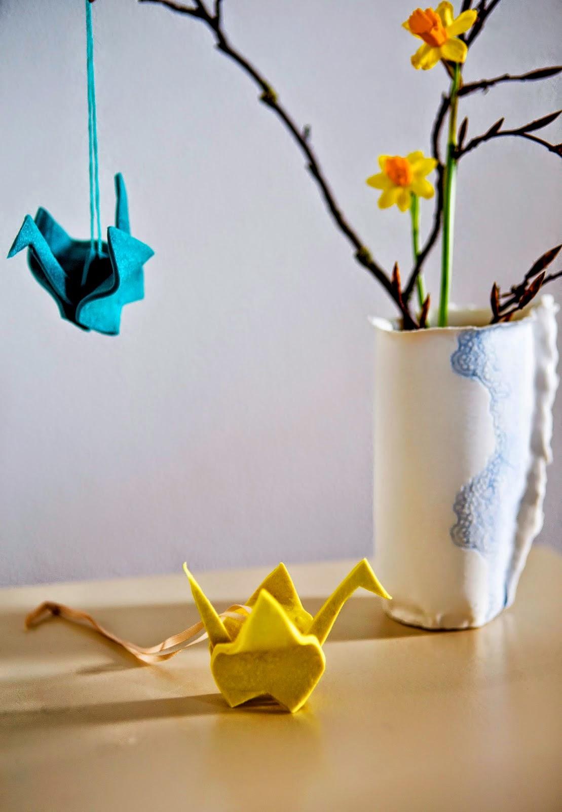 http://www.100decors.com/2014/04/diy-origami-bird.html