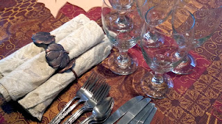 http://www.stopandsmellthechocolates.com/2013/11/10-tips-for-hosting-thanksgiving-dinner.html