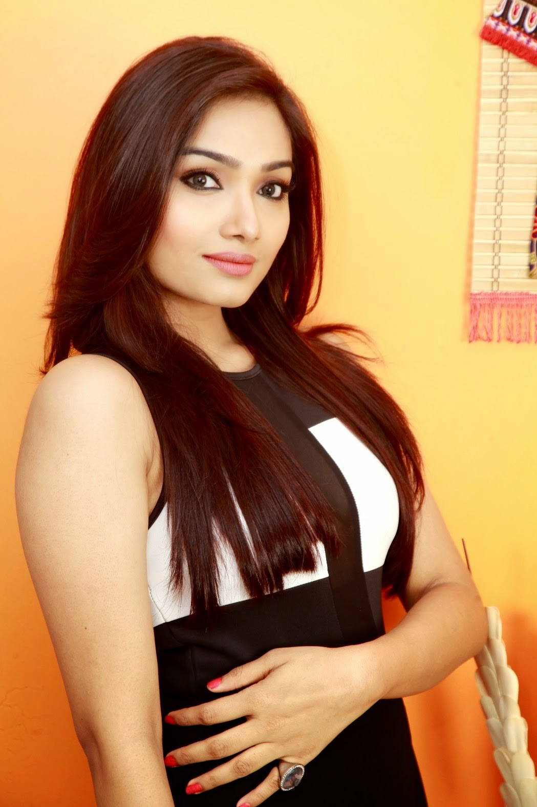 cinema world info: Aishwarya Devan Hot Photoshoot