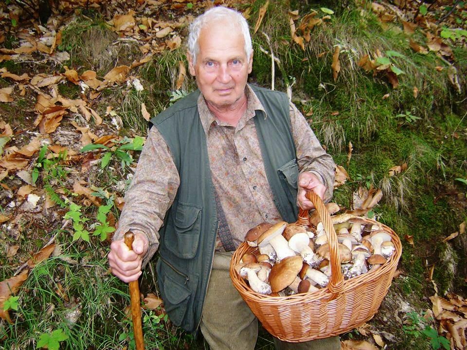 Mio papà...83 anni...una furia a funghi..... Ciò che so sui funghi lo devo a Lui...