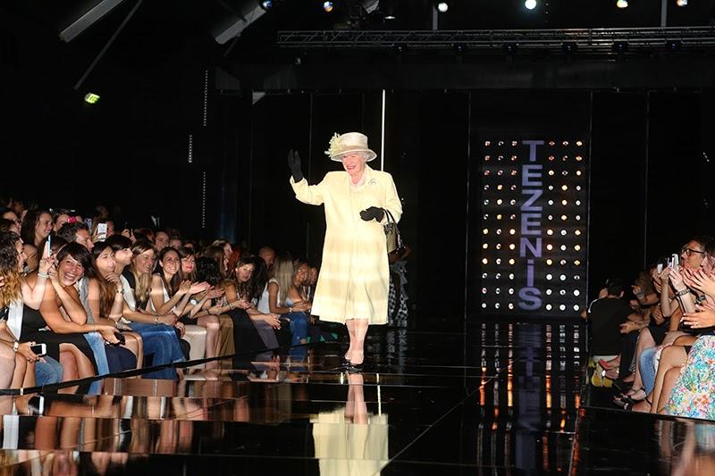 Fashion roaming la regina elisabetta ii sfila per tezenis for Roaming inghilterra