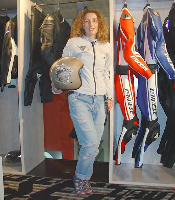 http://www.forarealwoman.com/2015/06/looks-de-motera-biker-girl.html