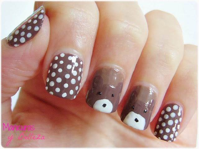 manicura marrón con ositos marrones y puntos blancos uñas nail art brown bear polka dots nails notd masglo intuitiva