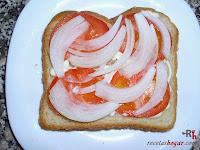 Sándwich especial de atún con cebolla