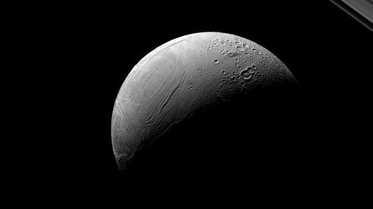 Contraste en Encélado.