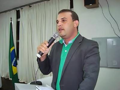 VEREADOR MAX DEFENDE VENDEDORES AMBULANTES E REPUDIA COBRANÇA DE TAXA PARA COMERCIALIZAÇÃO NA FESTA DO PADROEIRO DE RIBEIRÓPOLIS.