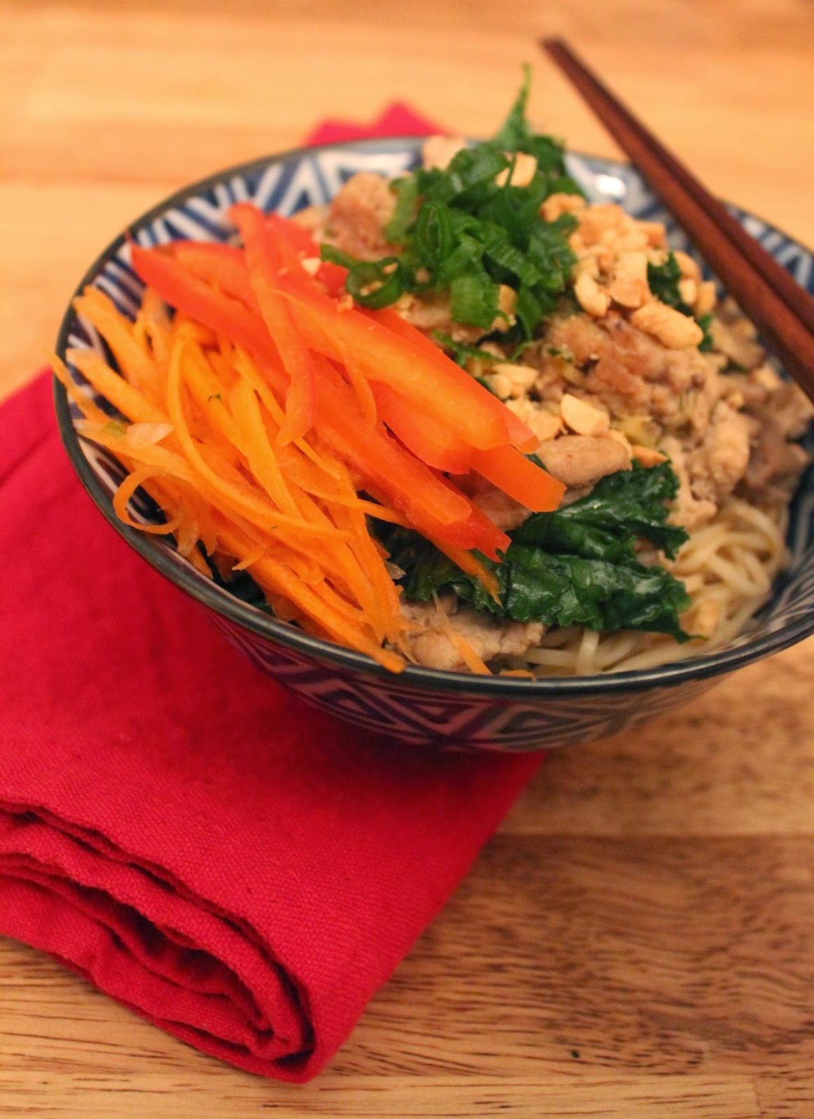 Easy #mealprep or weeknight dinner: Spicy Sichuan Noodles with Turkey, Kale and Peanuts