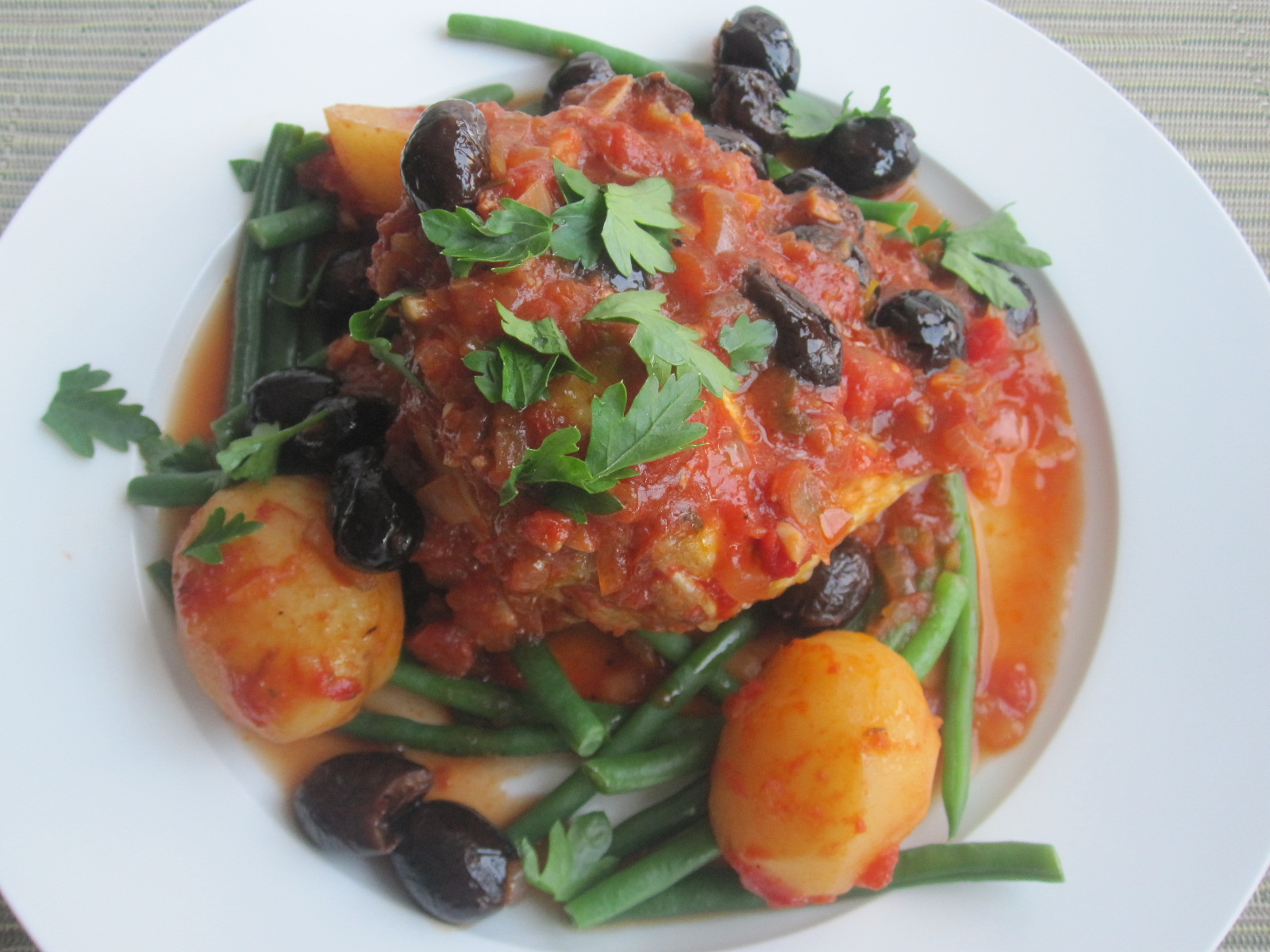 wheeler and company: Chicken with tomato and black olives