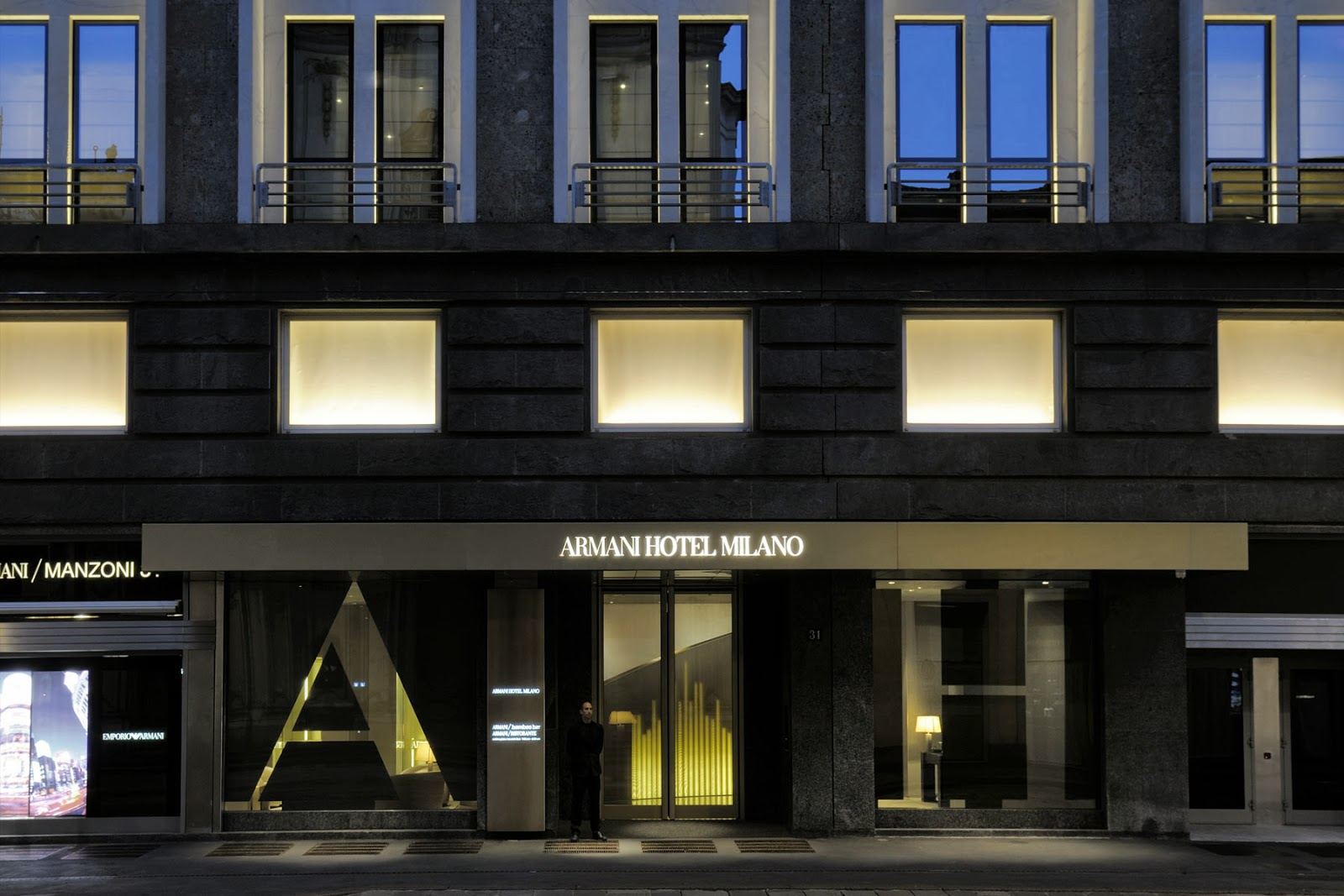 Armani hotel milano luxury 4 7 hotel for Armadi outlet milano