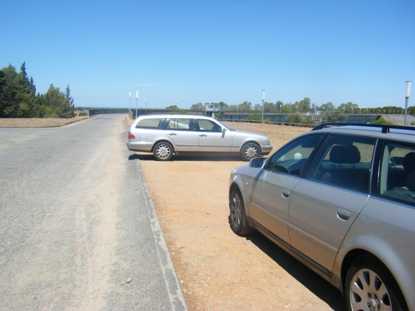 Parque de estacionamento ao lado da Albufeira