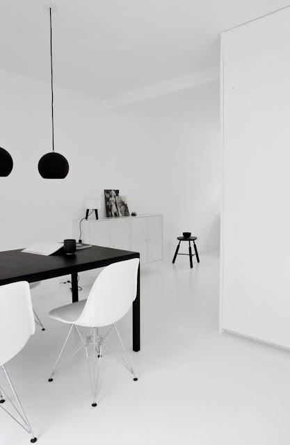 Panton Topan Design Pendelleuchten, Eames Chairs von VITRA und Milk Lamp der Norm Architects für andTradition