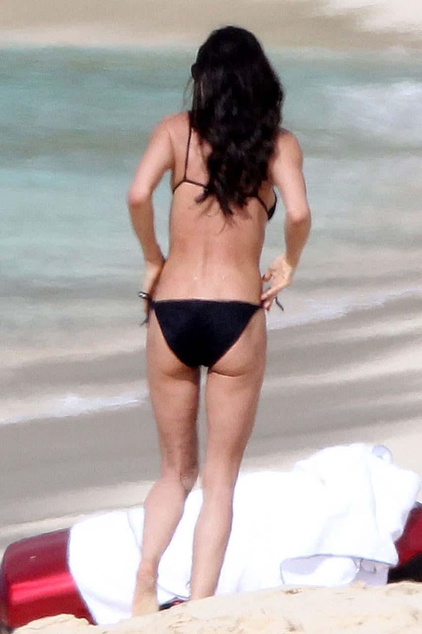 ashton kutcher demi moore beach