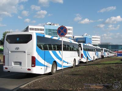 """Универсиада 2013, Автобусы у стадиона """"Татнефтьарена"""""""