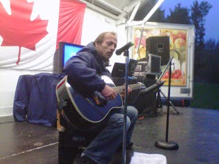 Fred Joly singing a song on stage