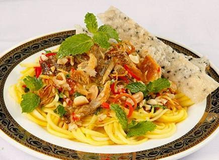 Gỏi xoài xanh khô sặc - Vietnamese Salad Recipes