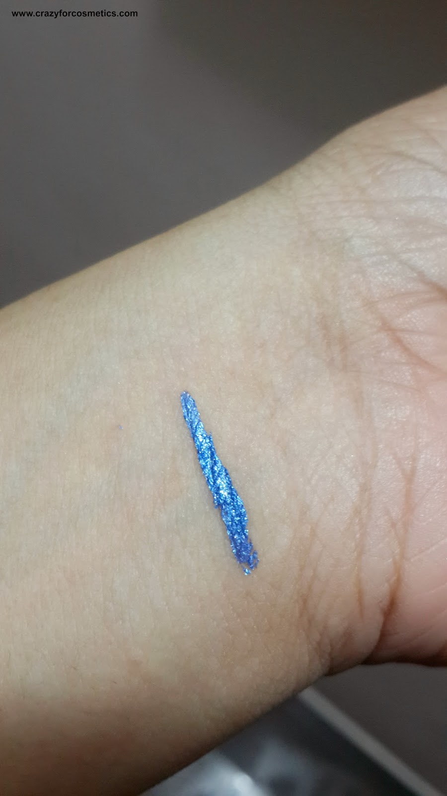 Lakme Fantasy Shimmer Liner in Glimmer Blue swatch-Lakme Fantasy Shimmer Liner in Glimmer Blue swatches-Lakme Fantasy Shimmer Liner in Glimmer Blue review