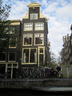 Cute canal house