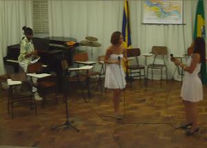 Eveline  Santana (piano), Gleides  Lelis (voz) e  Ana  Paula Oliveira  oliveira (voz)