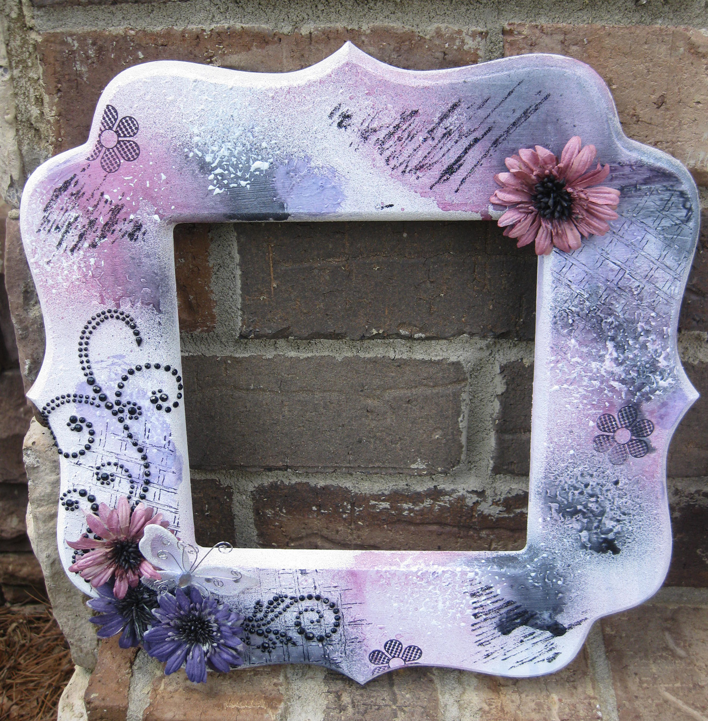 How To Make A Beautiful Mixed Media Bracket Frame