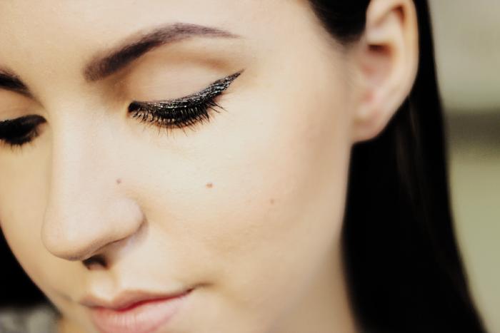 Bobbi Brown long-wear gel sparkle shadow meets liner 2 thunderstorm swatch cat eye makeup