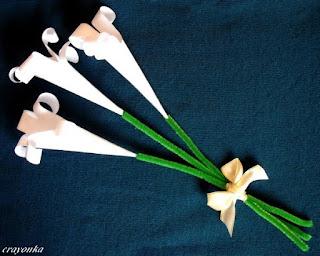 trzy lilie z papieru