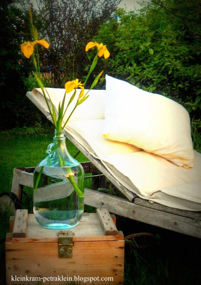 naturnah ber blumen und bienen. Black Bedroom Furniture Sets. Home Design Ideas